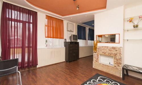 Солнечная двухкомнатная квартира-студия посуточно в Екатеринбурге